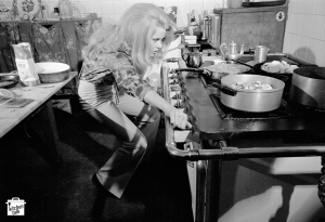 Jane_Fonda_cooking_2